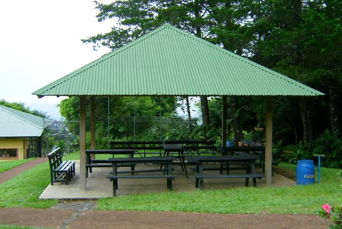 Nuestras instalaciones campamento san fernando for Kioscos para fincas